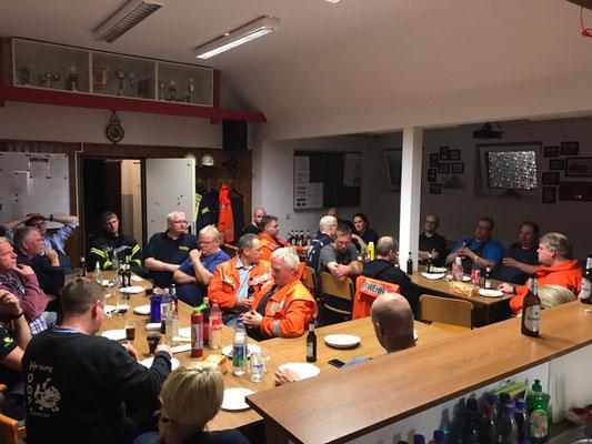 Einsatznachbesprechung im Feuerwehrhaus Stickenbüttel © FF.Cuxhaven-Duhnen