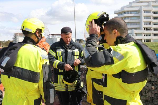 Mitte: Ortsbrandmeister Dirk von Kroge © FF.Cuxhaven-Duhnen