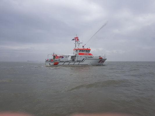 Der löschmonitor der SK 37 im Einsatz © FF.Cuxhaven-Duhnen