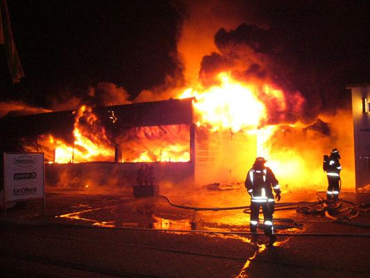 09.02.12 C - Feuer in einem KFZ Betrieb am Querkamp