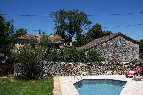 le gite de la tuile à loup et sa piscine dans le Lot Quercy