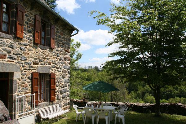 Curières proche laguiole dans l'aveyron gite à louer occitanie