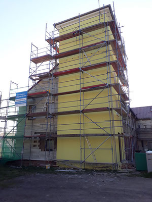 Schlauchturm in neuer Farbe April 2019