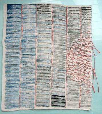 Blau schwirrt Rot flirrt, Leinen Pinseldruck bestickt, 56 x 71 cm