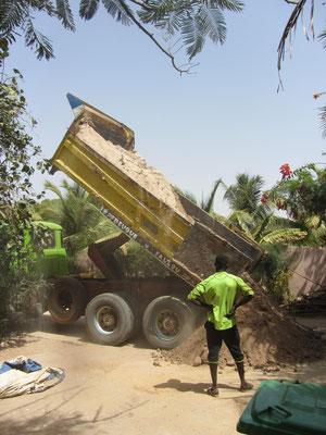 LKW mit Sandlieferung