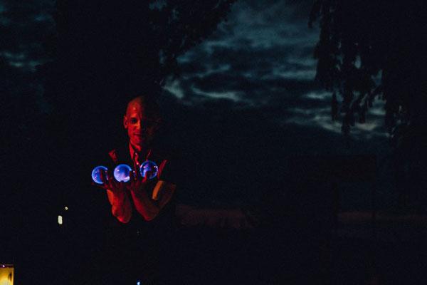 die LED Show findet direkt am Wasser statt