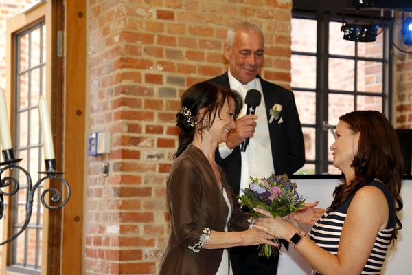 Das Brautpaar bedankt sich rührend für all die Unterstützung bei ihrer Hochzeitsplanerin Stefanie.