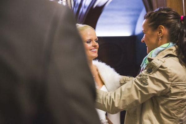 Der Braut nach der Trauung gratulieren