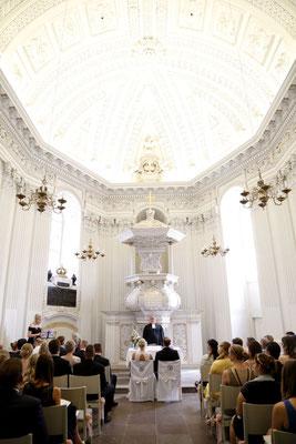 Die Trauung in der Schlosskirche kann beginnen