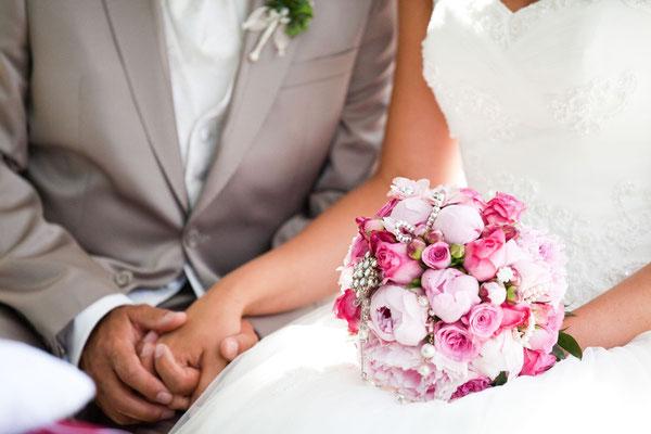 Hochzeitsplaner Berlin und Brandenburg - vintage Hochzeit - vintage Brautstrauß mit Schmuckelementen