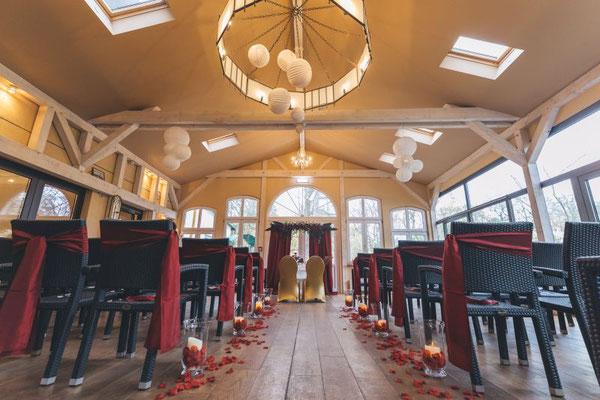 romamntisches Set-Up für eine Freie Trauung indoor