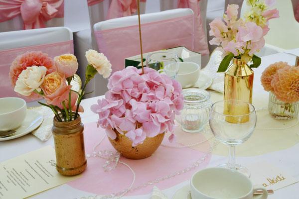 Tischdekoration in gold und rosé