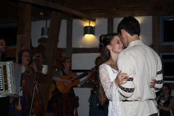 Hochzeitsplaner Berlin und Brandenburg - Mittelalter Hochzeit - Eröffnungstanz Brautpaar