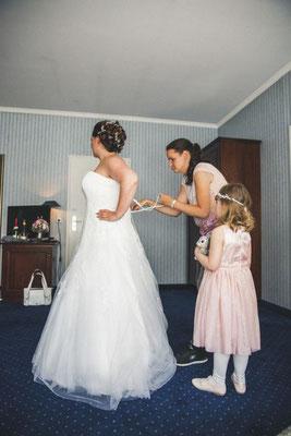 Letzter Check beim Brautkleid