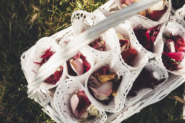 Blütenblätter zum Streuen