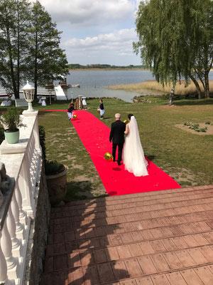 Der Einzug von Braut und Brautvater