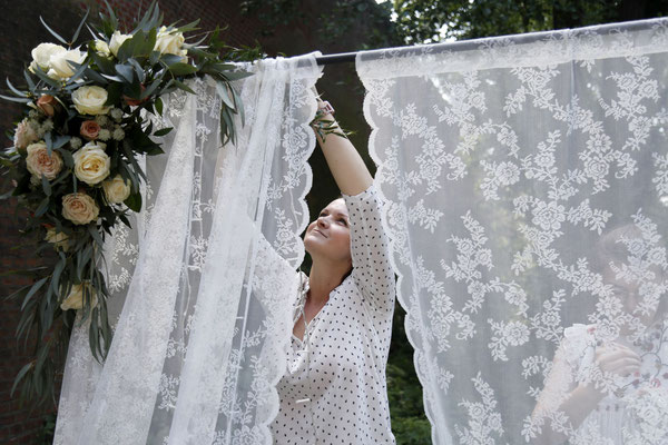 Ihre Dekoration zur Trauung wird von Ihrer Hochzeitsplanerin aufgebaut