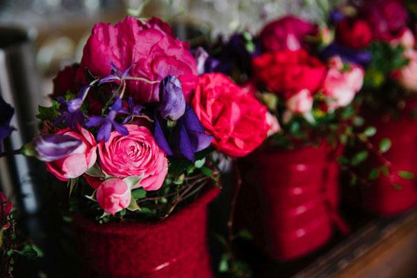wünderschöne florale Farbtupfer für die Stehtische