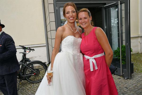 die Braut und ihre Hochzeitsplanerin
