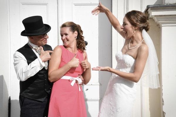 das Brautpaar und die Hochzeitsplanerin