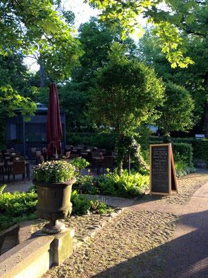 Kafeetafel im wunderschönen Schlossgarten, mitten in Berlin!