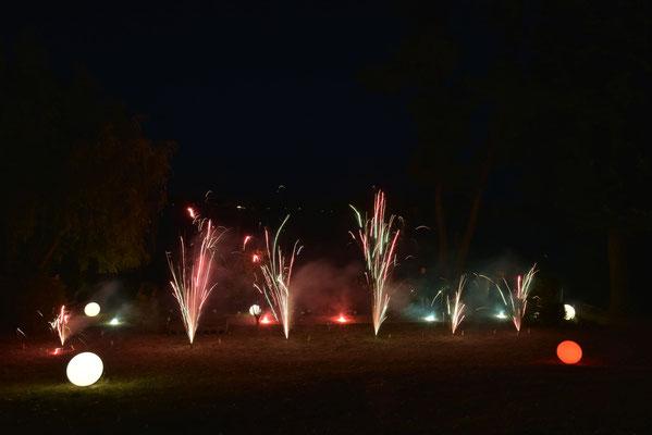 Kurz vor Mitternacht dürfen sich dann noch alle über ein cooles Feuerwerk freuen