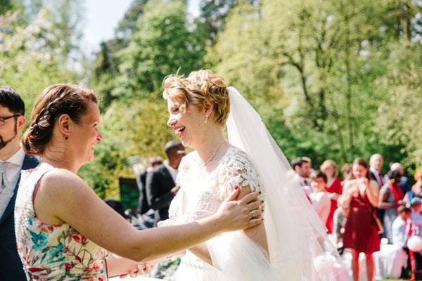 Herzlichen Glückwunsch! Die Braut und ihre Hochzeitsplanerin