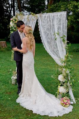 romantische Hochzeit im Grünen