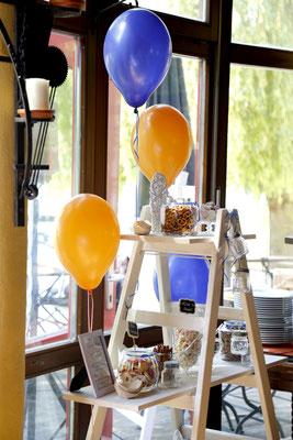 Candybar mit Ballons in orange und royalblau