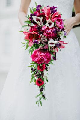 Der Brautstrauß im Wasserfall-Stil