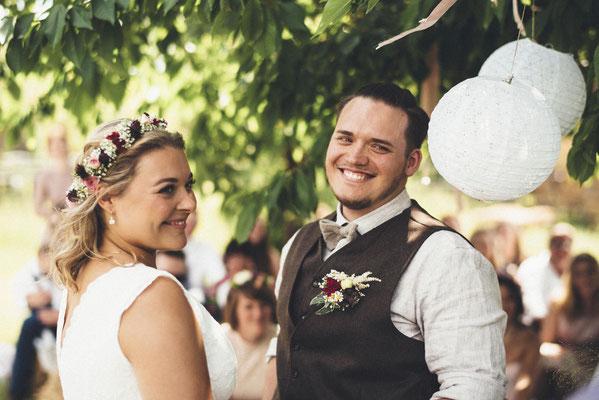 ein überglückliches Brautpaar - beide haben JA gesagt