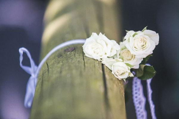 Blumendeko rustikal bei der Freien Trauung