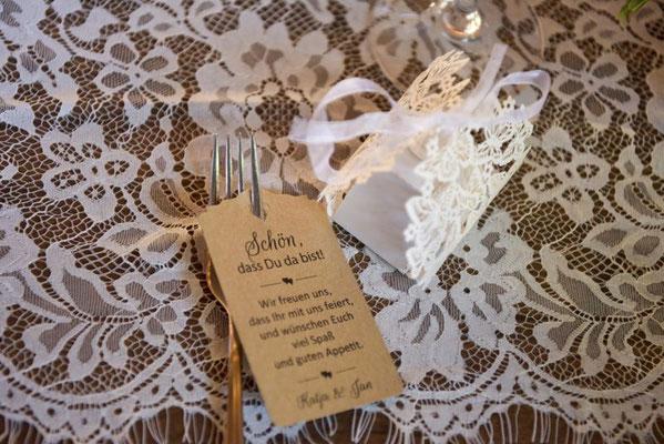 Jeder Gast hat einen kleinen Gruß vom Brautpaar erhalten