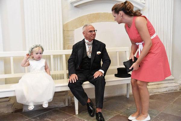 Abstimmung zwischen Bräutigam und Hochzeitsplanerin