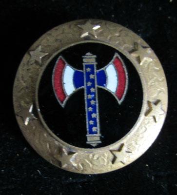 insigne bouclier Petain marqué au dos O.A 20 19 . prix : 100 euros