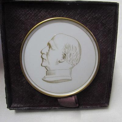 souvenir maréchal Pétain . porcelaine de Sévres