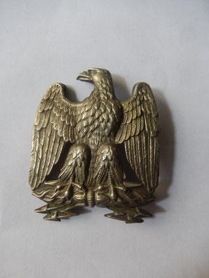 aigle de hausse col  garde nationale  avec  rivet attache haut manquante  50 x 40 mm  Prix : 45 euros