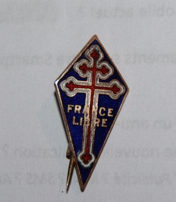 insigne forces navals  françaises libres .fabrication anglaise marqué au dos petit modèle 33x 16 . prix : 45 euros
