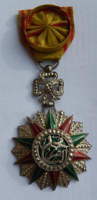 officier Nicham el iftikar( Mohamed el Naceur 1906 - 1922).petits manques au bout des branches . prix  150 euros