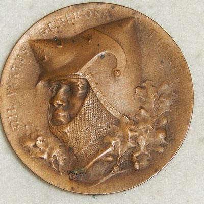 médaille en bronze  . diamétre 5 cm.  Ville de Rennes  .XXIII concour national et international de tir 1920 . prix : 40 euros