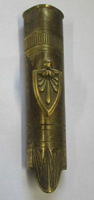 chape d 'épée triangulaire restauration, 10.7 cm belle trace de dorure .prix :70 euros
