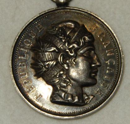 médaille en argent  6o gr . 5 0 mm concours de manœuvre de pompes à incendie Courbevoie 12 Juin 1881 .1ere division  3 éme prix de strategie Corbeil  .prix  120 euros