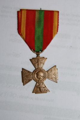 croix du combattant volontaire 1939- 1945 .prix 20 euros