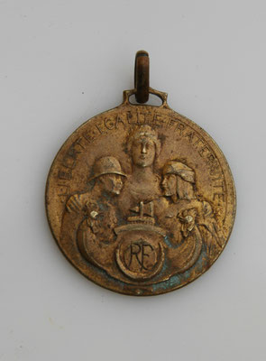 médailles aux anciens poilus du Maroc sas ruban .prix 40 euros