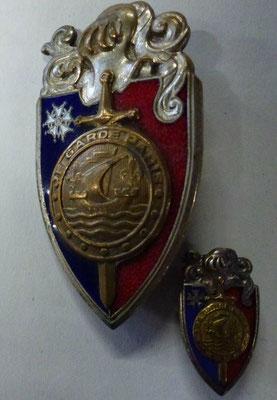 insigne garde replublicaine de paris et sa miniature .dos guilloché Drago Paris Nice 25 rue Brranger.Paris . prix 200 euros