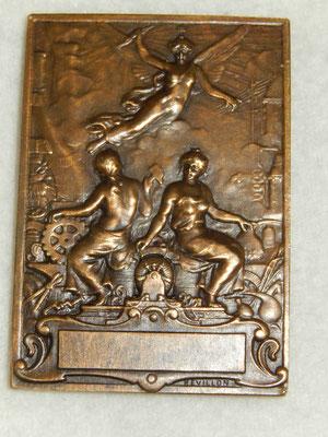 médaille par Revillon 5.6 x 3.9 cm .maison de l'apprenti de Paris et de la région parisienne . prix 40 euros