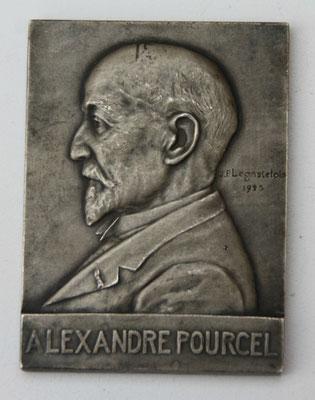 médaille Alexandre Pourcel en bronze argenté ,école des mines de Saint étienne 1925 . 7.2  x 5.4 cm  .Par Jp Legastelois prix : 80 euros