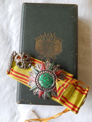 commandeur du Nichan el iftikhar (mohamed el lamine ) avec sa boite prix : 280 euros