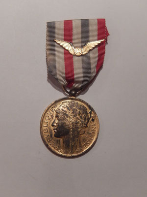 médaille aéronautique attribuée  1957  model vermeil 60 euros
