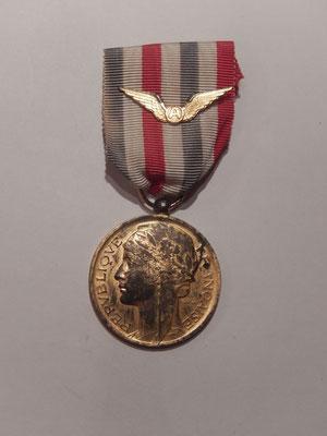 médaille aéronautique attribuée  1957  model vermeil. prix : 60 euros